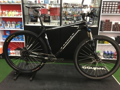 Pre-owned TREK Superfly 29er